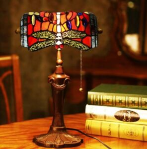 Tiffany desktop lamp for beauty addition