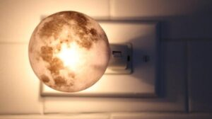 how to choose the moon ball night light